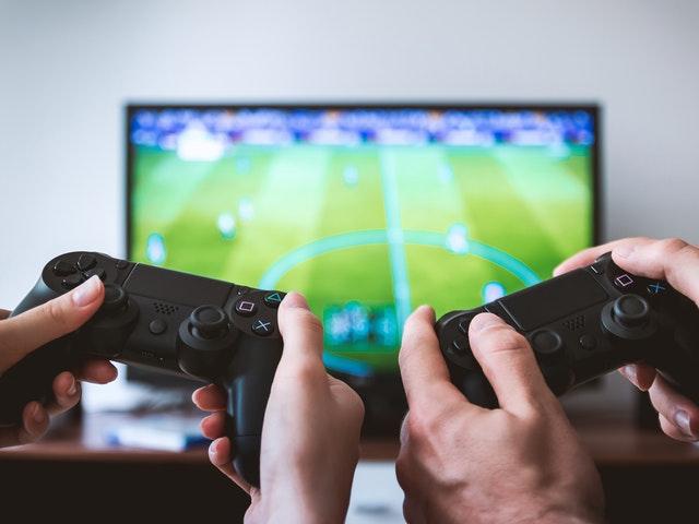 Tv-spel i bakgrunden