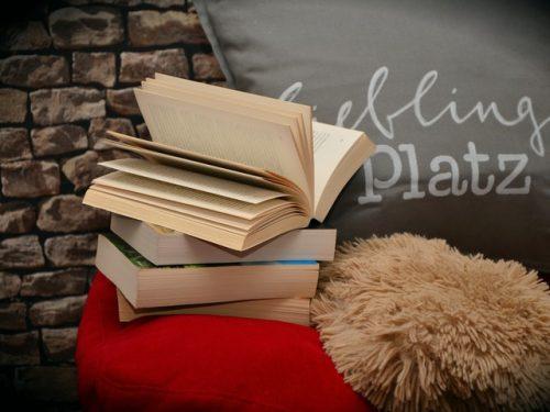 Böcker och kuddar